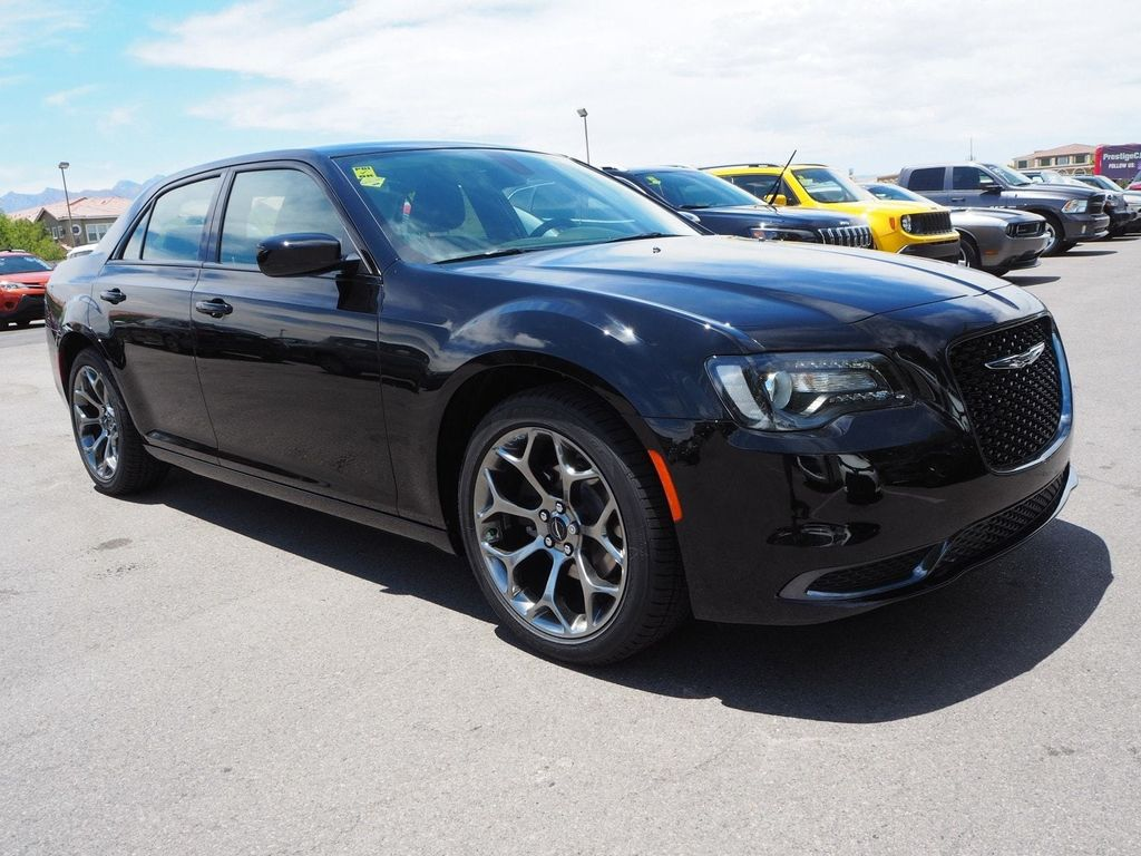 2018 Chrysler 300 Touring RWD - 17721483 - 2