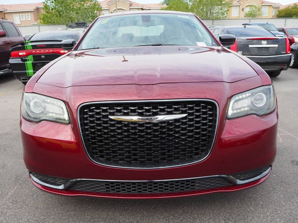 2018 Chrysler 300 Touring RWD - 17721493 - 1