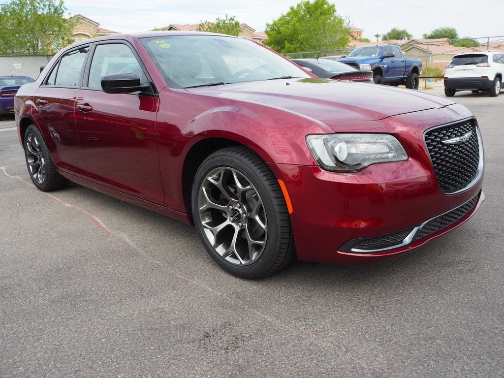 2018 Chrysler 300 Touring RWD - 17721493 - 2