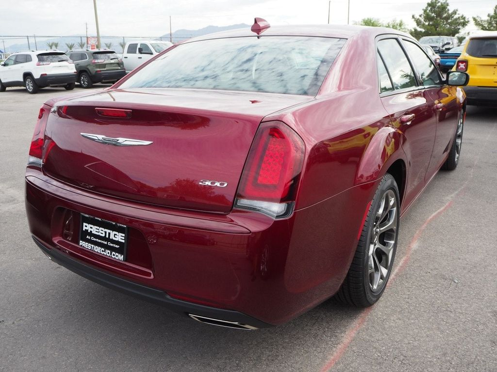 2018 Chrysler 300 Touring RWD - 17721493 - 3