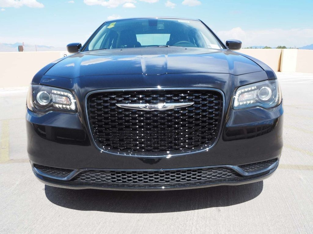 2018 Chrysler 300 Touring RWD - 17726337 - 1