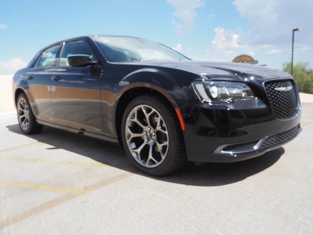 2018 Chrysler 300 Touring RWD - 17726337 - 2
