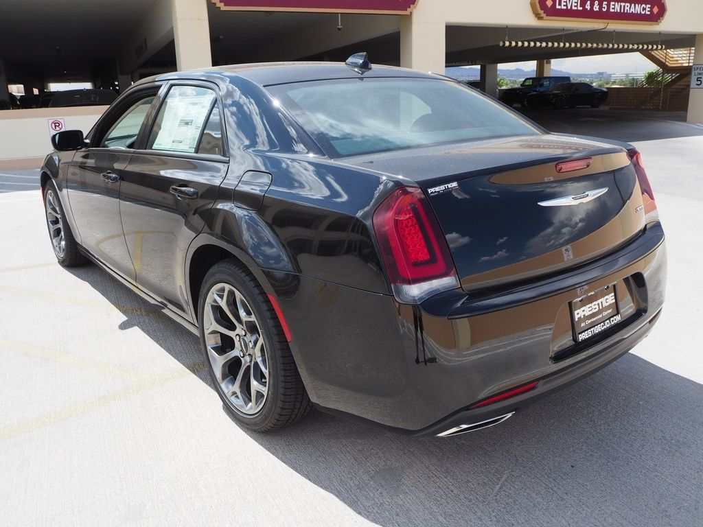 2018 Chrysler 300 Touring RWD - 17726337 - 3