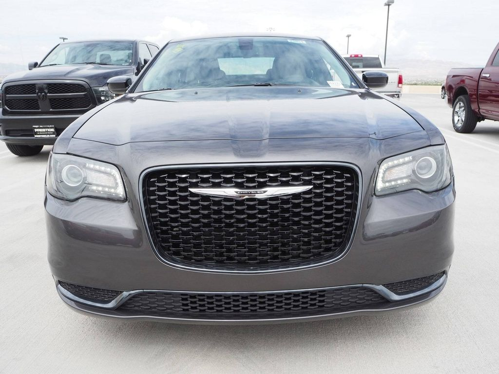 2018 Chrysler 300 Touring RWD - 17726457 - 1