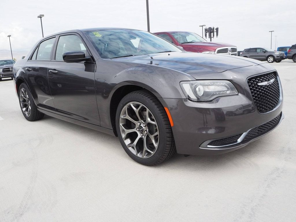 2018 Chrysler 300 Touring RWD - 17726457 - 2