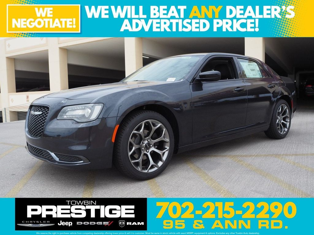 2018 Chrysler 300 Touring RWD - 17726459 - 0