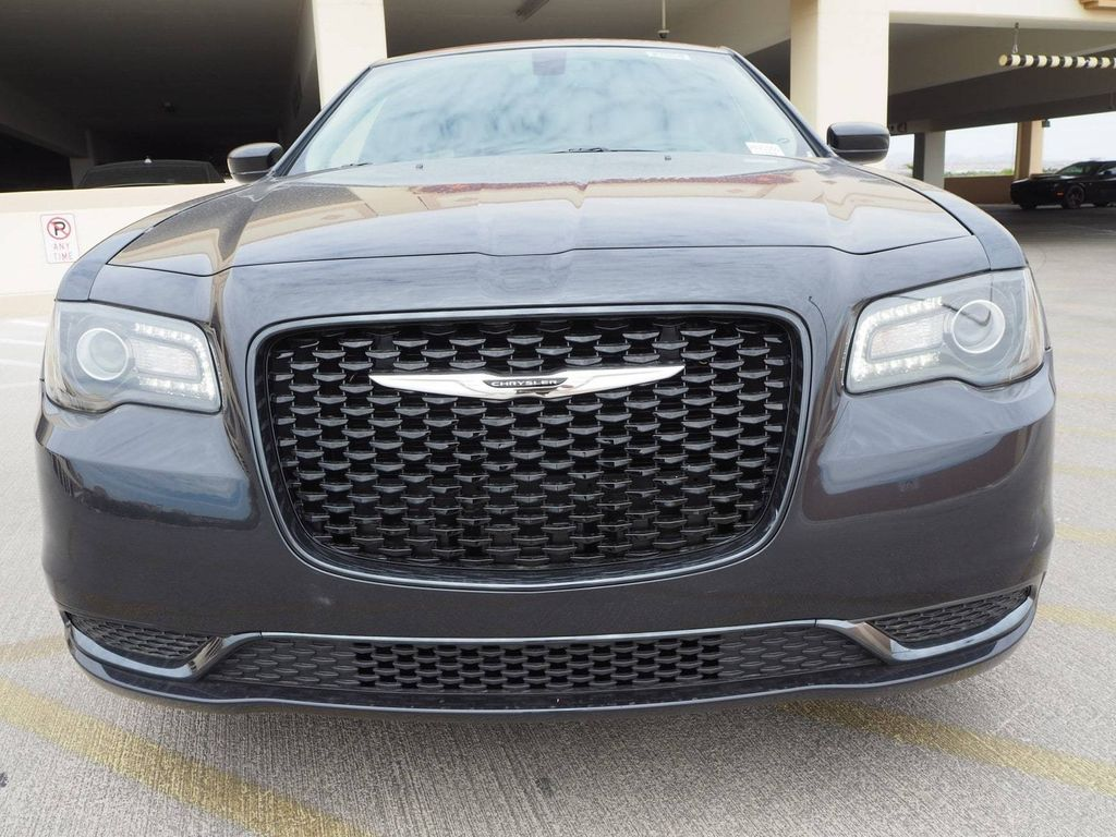 2018 Chrysler 300 Touring RWD - 17726459 - 1