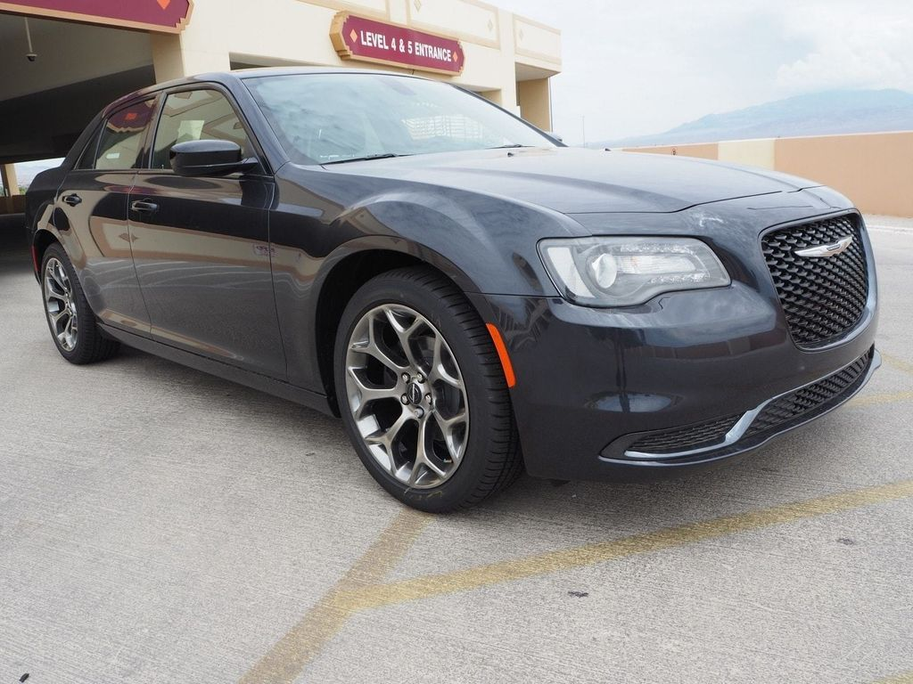 2018 Chrysler 300 Touring RWD - 17726459 - 2