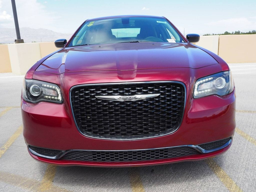 2018 Chrysler 300 Touring RWD - 17731769 - 1