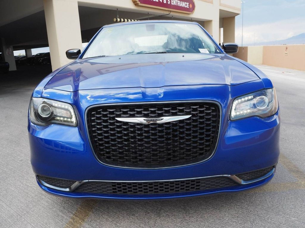2018 Chrysler 300 Touring RWD - 17731870 - 1