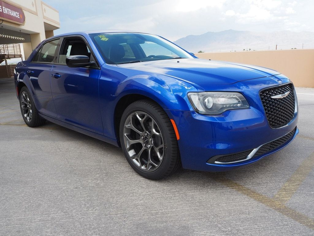 2018 Chrysler 300 Touring RWD - 17731870 - 2