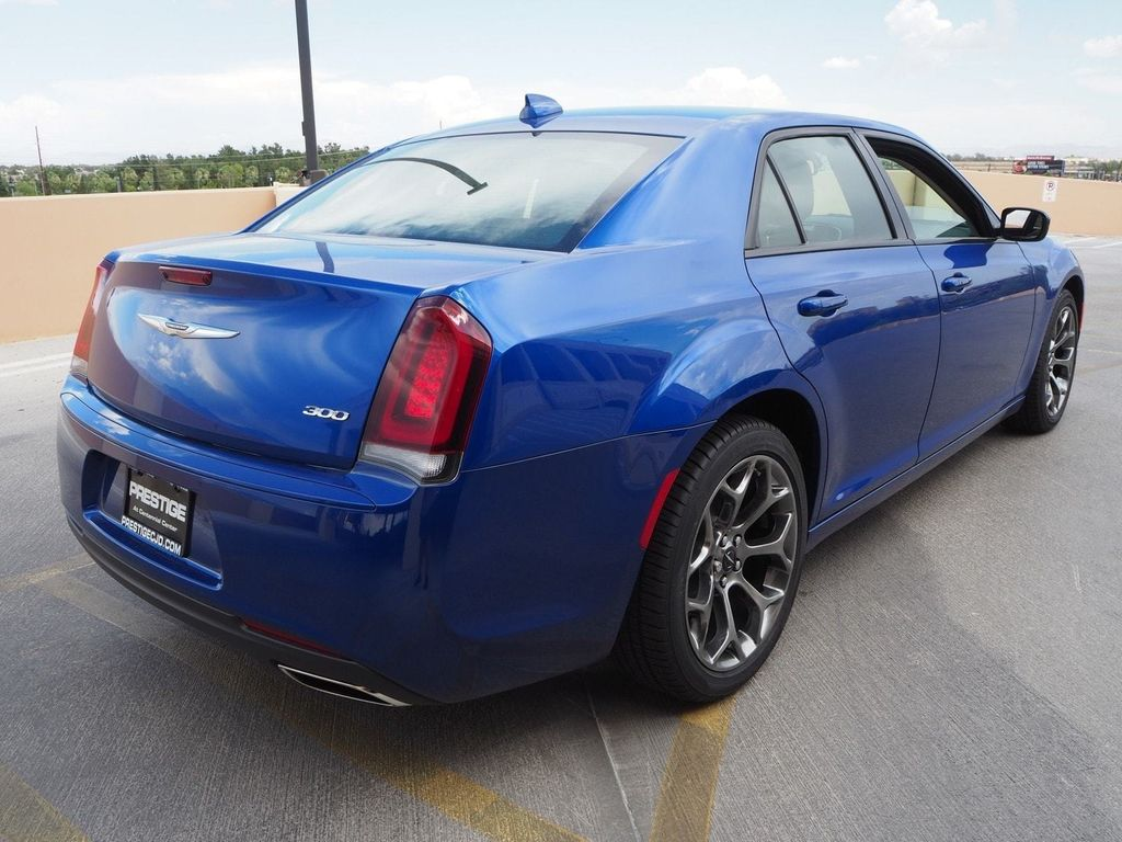 2018 Chrysler 300 Touring RWD - 17731870 - 3