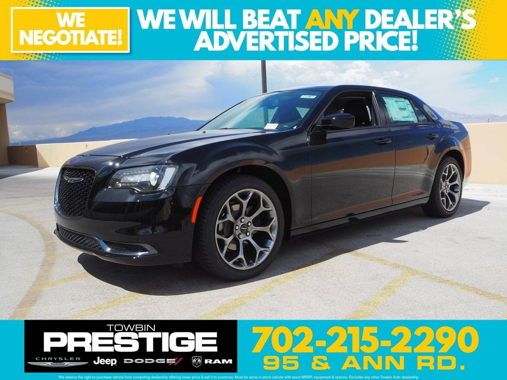 2018 Chrysler 300 Touring RWD - 17731879 - 0