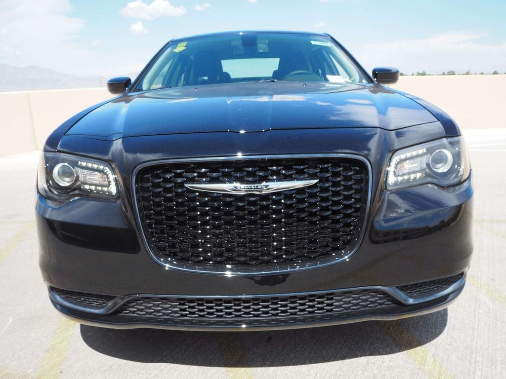 2018 Chrysler 300 Touring RWD - 17731879 - 1