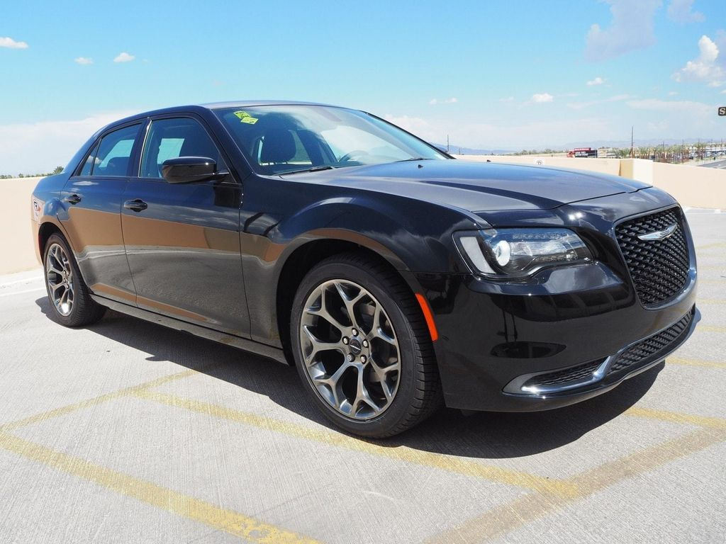 2018 Chrysler 300 Touring RWD - 17731879 - 2