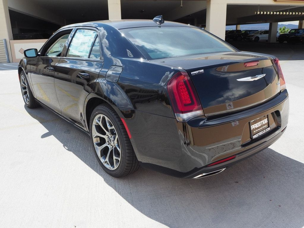 2018 Chrysler 300 Touring RWD - 17731879 - 3