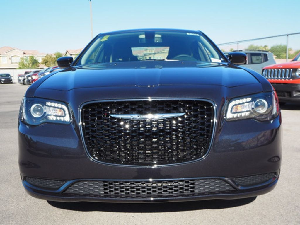 2018 Chrysler 300 Touring RWD - 17738572 - 1