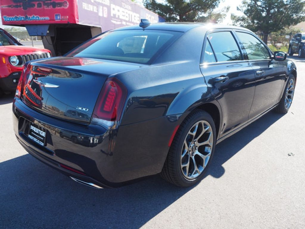 2018 Chrysler 300 Touring RWD - 17738572 - 3
