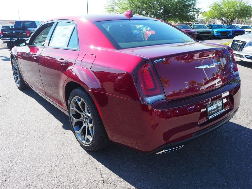 2018 Chrysler 300 Touring RWD - 17738660 - 3