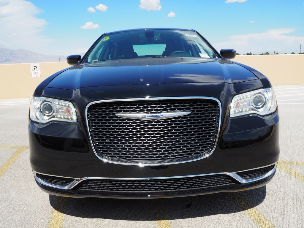 2018 Chrysler 300 Touring RWD - 17761561 - 1