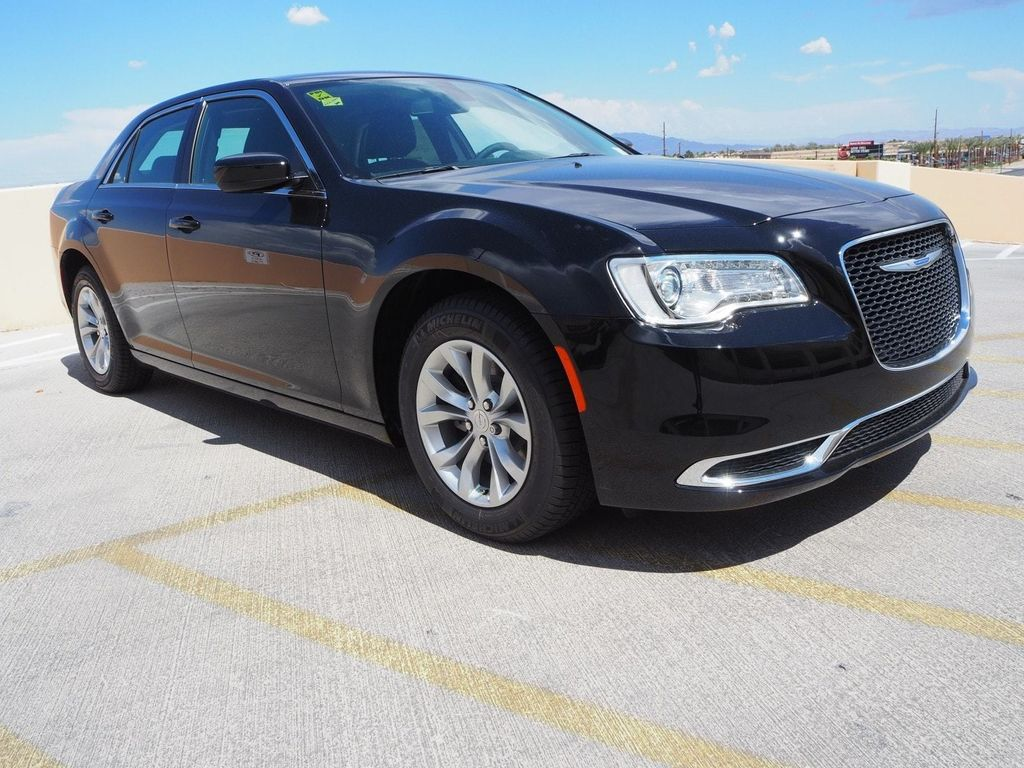 2018 Chrysler 300 Touring RWD - 17761561 - 2