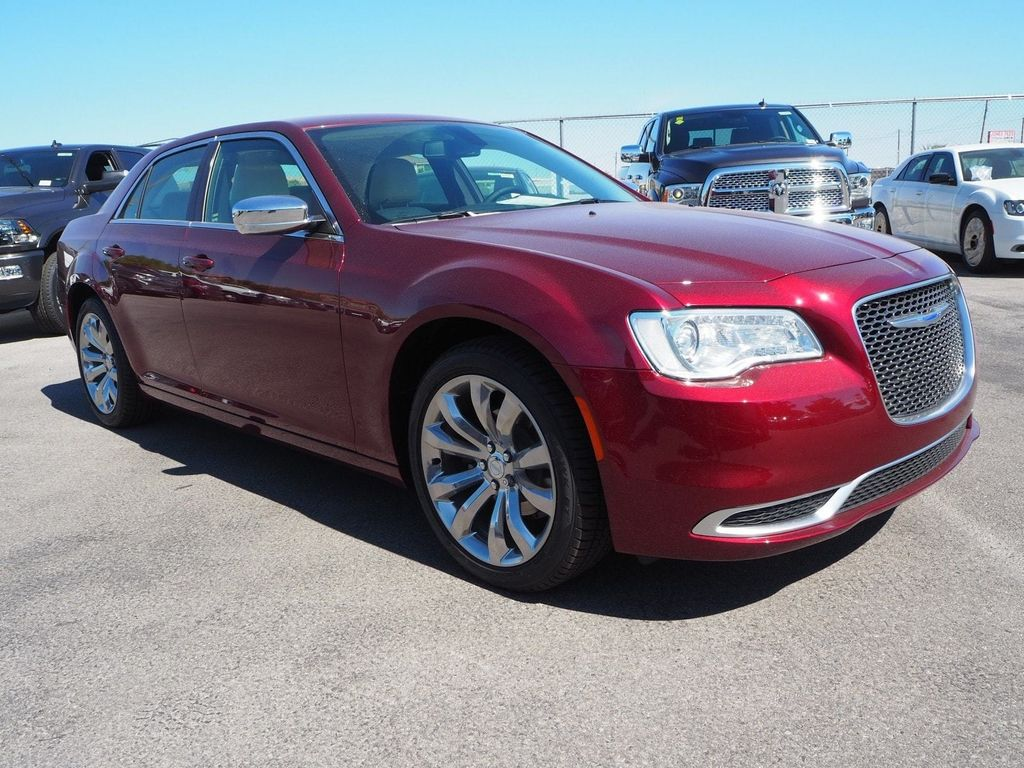 2018 Chrysler 300 Touring RWD - 17847147 - 2