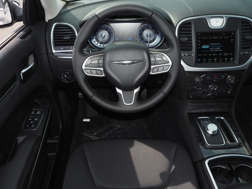 2018 Chrysler 300 Touring RWD - 17847149 - 7