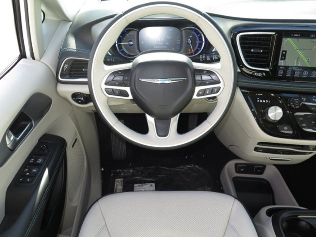 2018 Chrysler Pacifica Hybrid Limited FWD - 17126925 - 10
