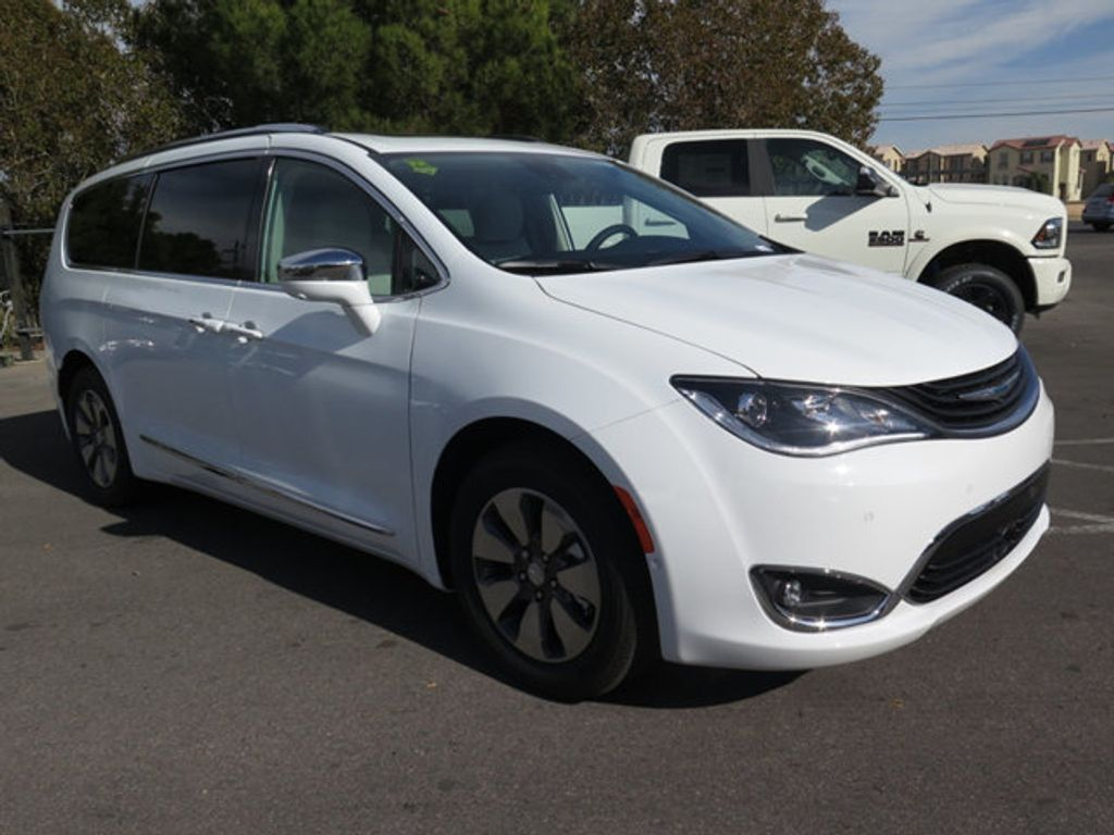 2018 Chrysler Pacifica Hybrid Limited FWD - 17126925 - 2