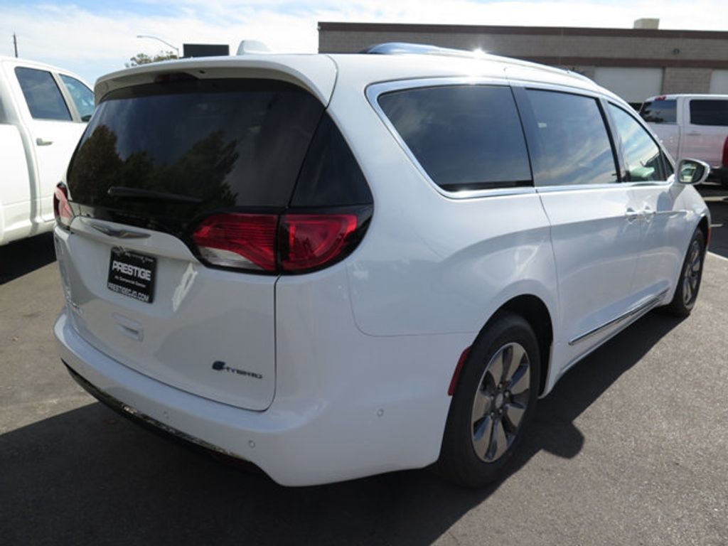 2018 Chrysler Pacifica Hybrid Limited FWD - 17126925 - 3