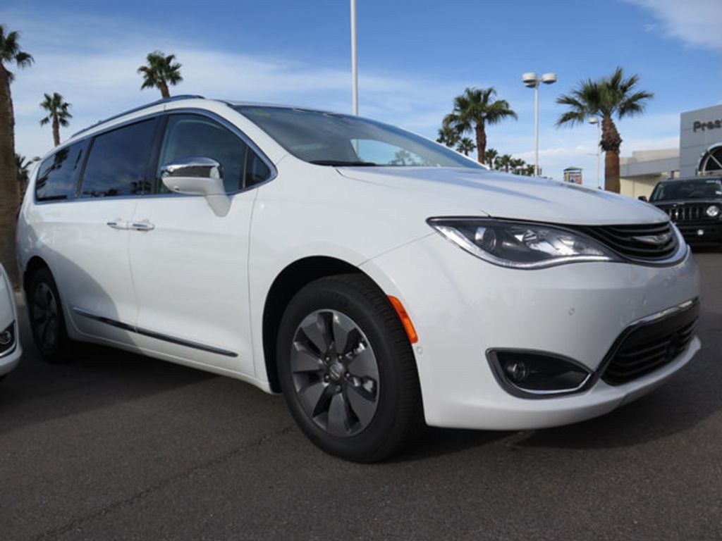 2018 Chrysler Pacifica Hybrid Limited FWD - 17161635 - 2