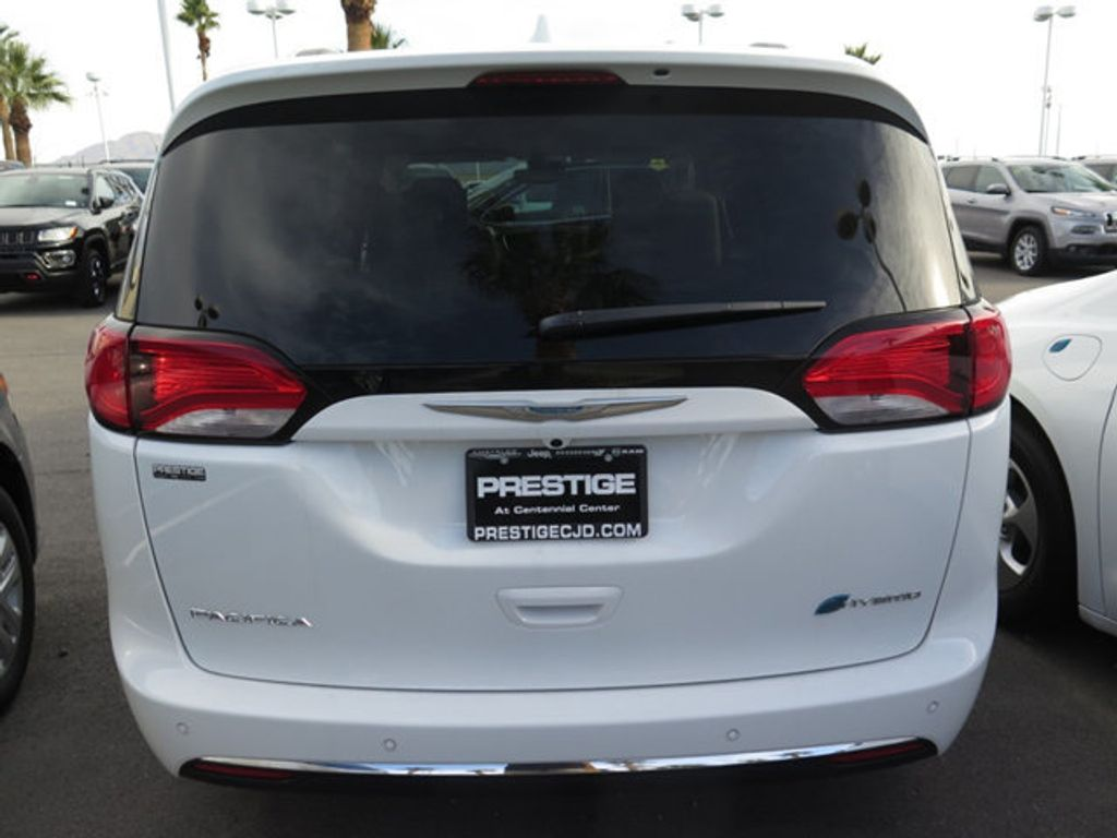 2018 Chrysler Pacifica Hybrid Limited FWD - 17161635 - 3