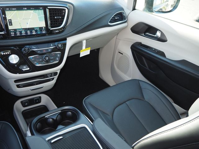 2018 Chrysler Pacifica Hybrid Limited FWD - 17560034 - 10