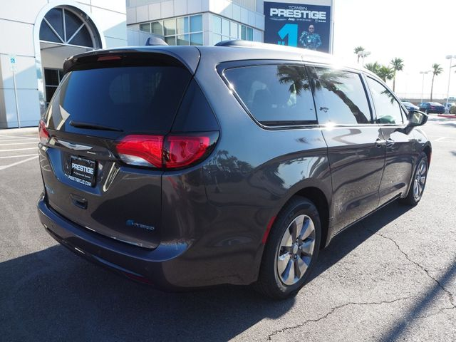 2018 Chrysler Pacifica Hybrid Limited FWD - 17560034 - 3