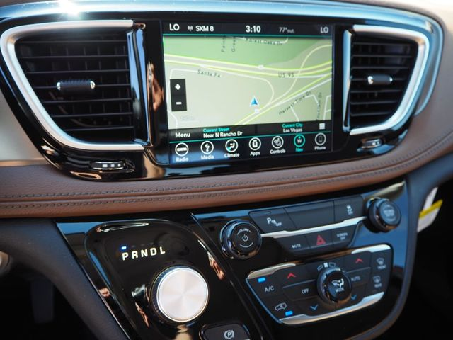 2018 Chrysler Pacifica Hybrid Limited FWD - 17564564 - 14