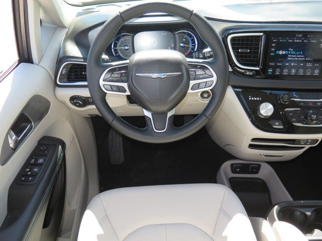 2018 Chrysler Pacifica Hybrid Touring L FWD - 17336021 - 8
