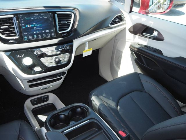 2018 Chrysler Pacifica Hybrid Touring L FWD - 17539231 - 10
