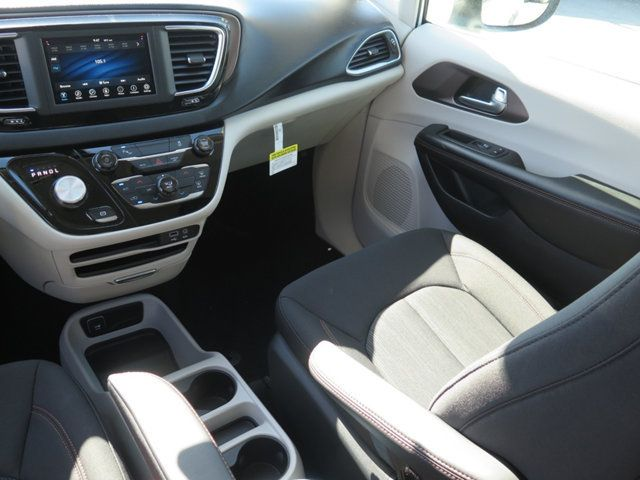2018 Chrysler Pacifica L FWD - 17498402 - 9