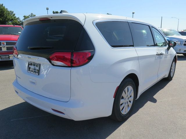 2018 Chrysler Pacifica L FWD - 17498402 - 3