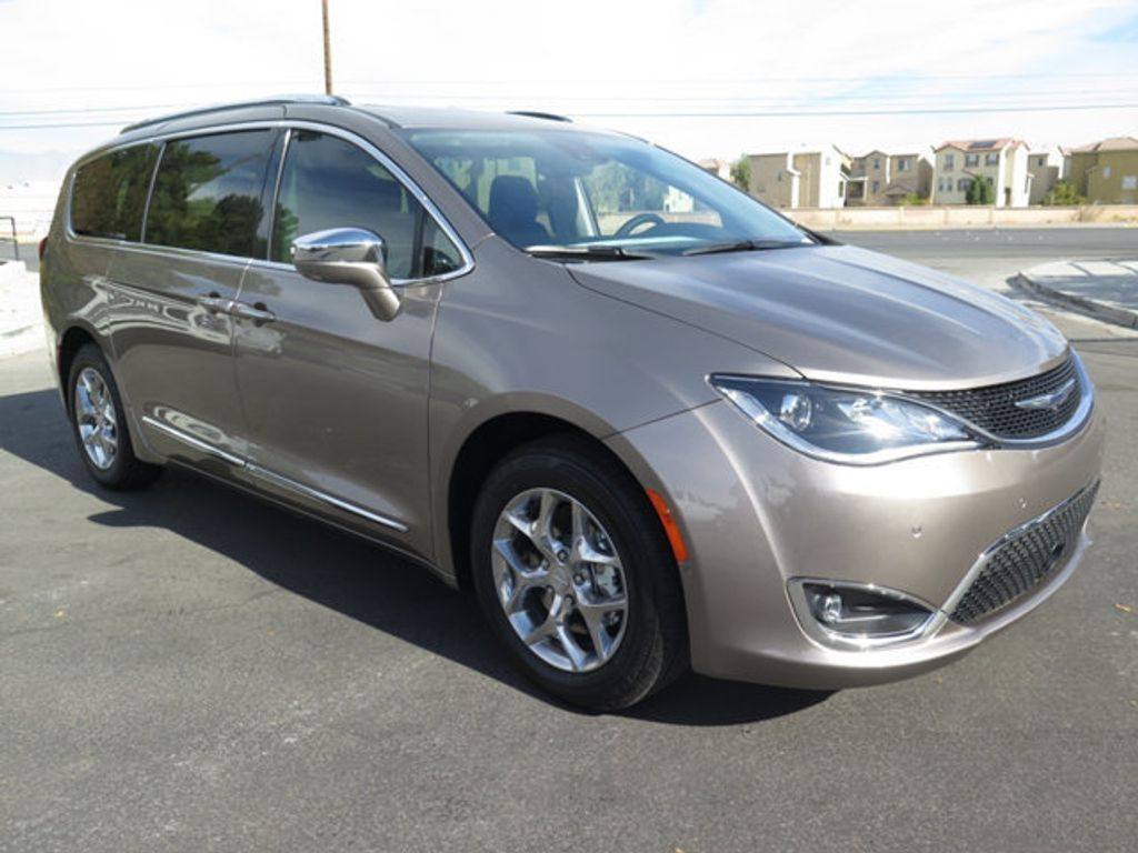 2018 Chrysler Pacifica Limited FWD - 17261588 - 2
