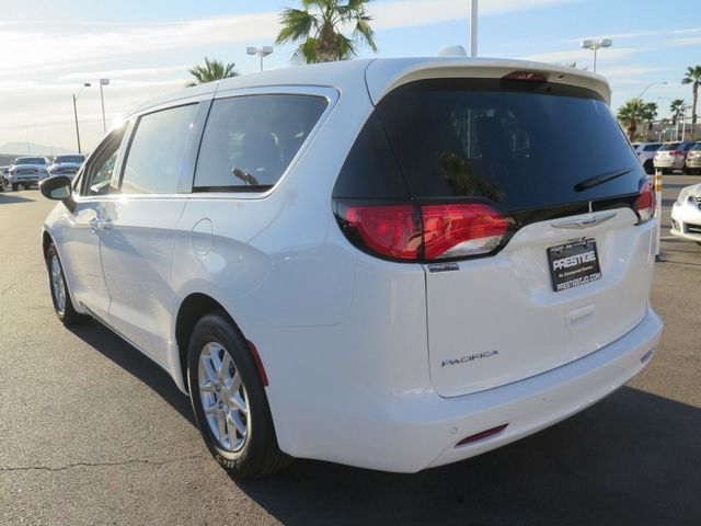 2018 Chrysler Pacifica LX FWD - 17377056 - 3