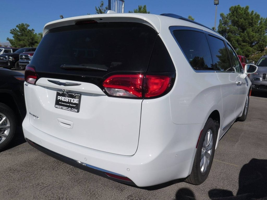 2018 Chrysler Pacifica Touring L FWD - 16878575 - 3