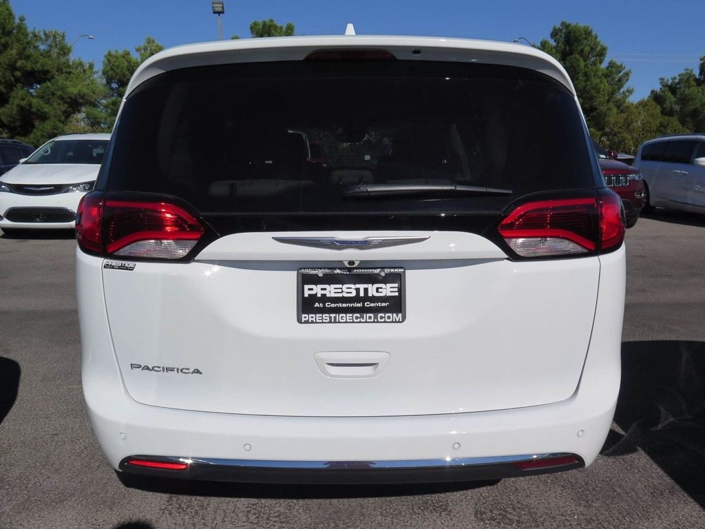 2018 Chrysler Pacifica Touring L FWD - 16878575 - 4
