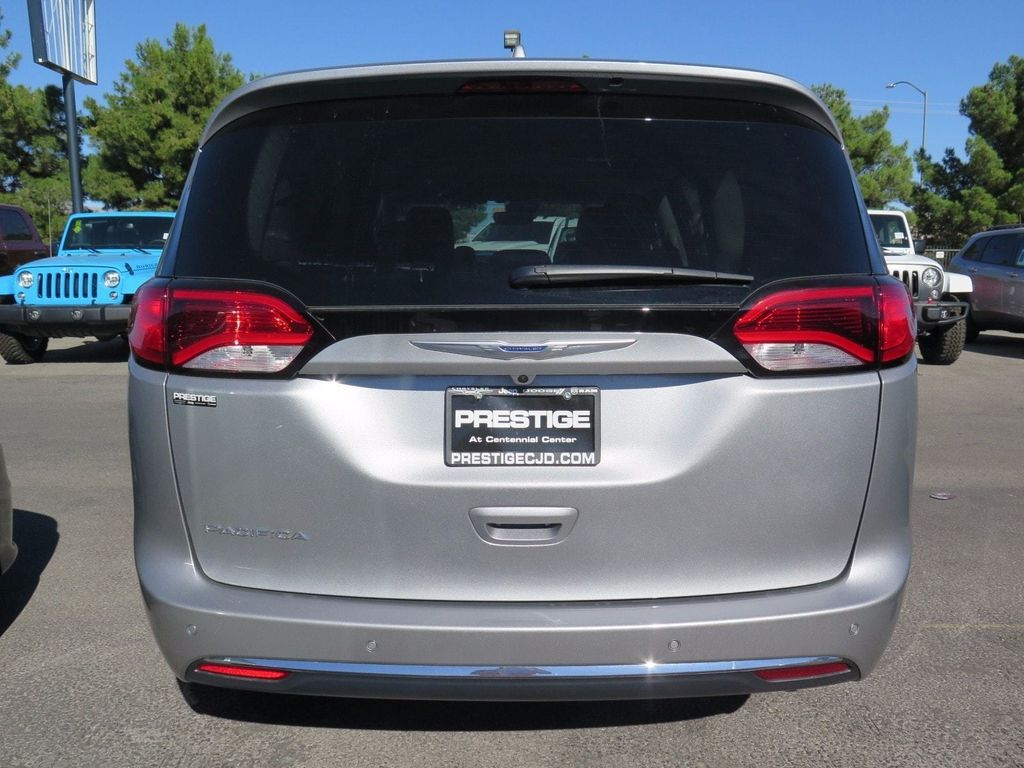 2018 Chrysler Pacifica Touring L Plus FWD - 16785593 - 4