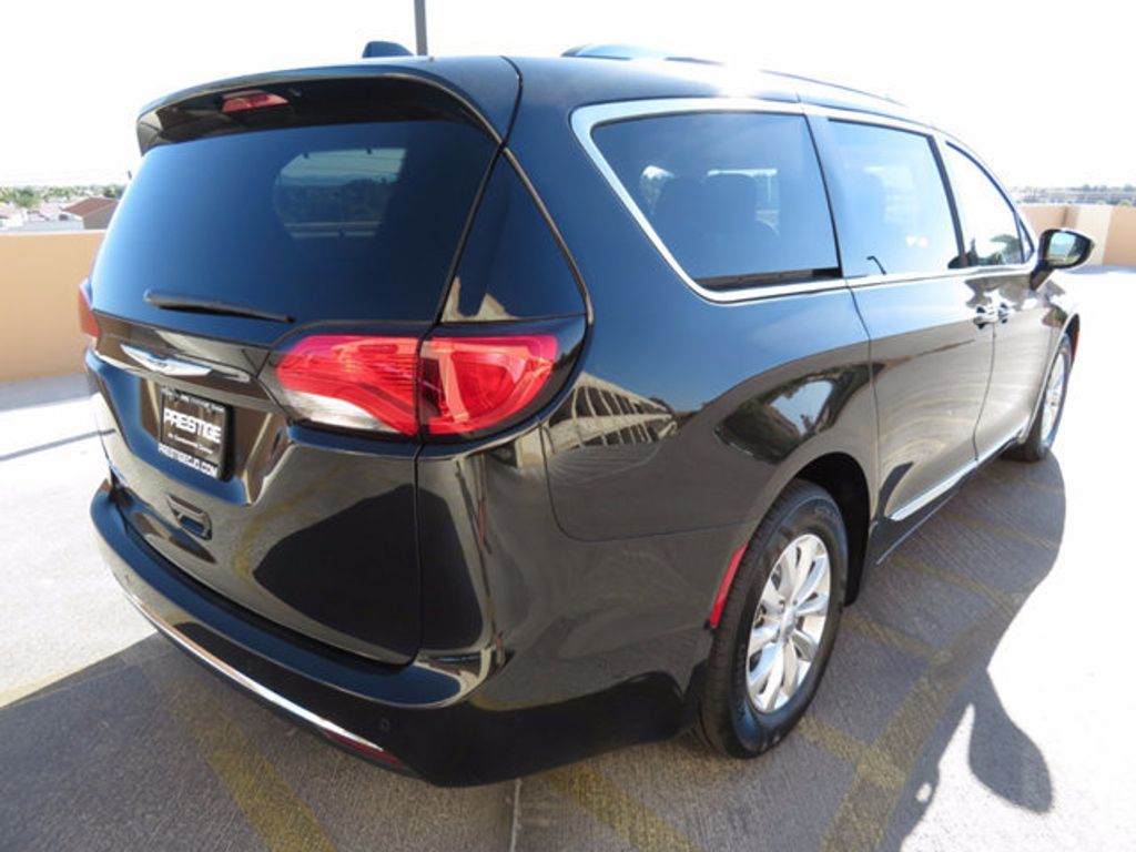 2018 Chrysler Pacifica Touring L Plus FWD - 16796343 - 3