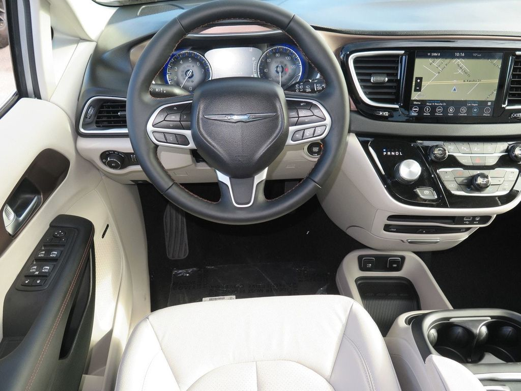 2018 Chrysler Pacifica Touring L Plus FWD - 17071348 - 9