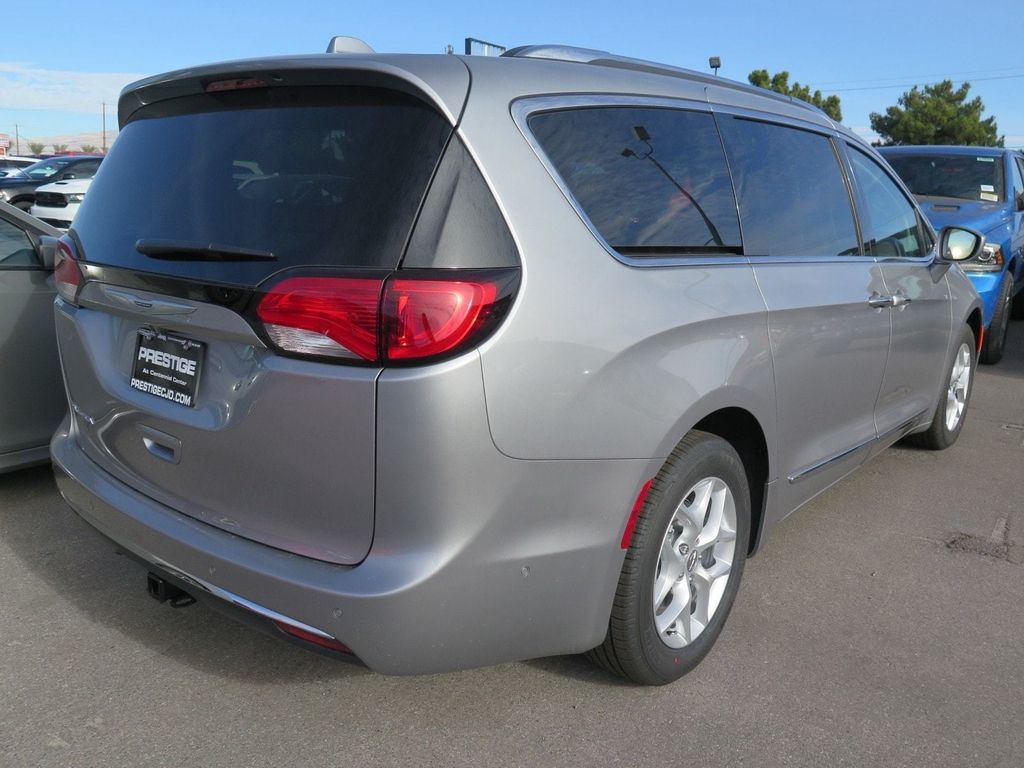 2018 Chrysler Pacifica Touring L Plus FWD - 17071348 - 3