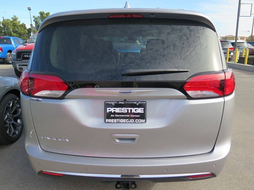 2018 Chrysler Pacifica Touring L Plus FWD - 17071348 - 4