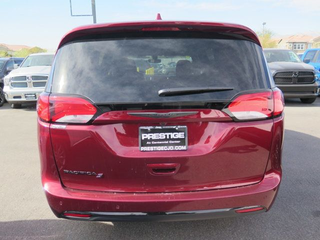 2018 Chrysler Pacifica Touring Plus FWD - 17284840 - 4