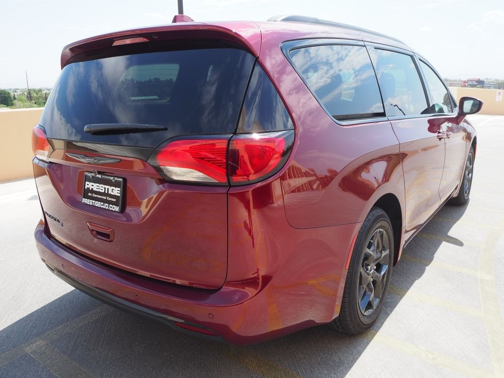 2018 Chrysler Pacifica Touring Plus FWD - 17726460 - 3